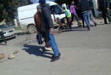 Photo of الطارف / سكان قرية البراكنة بالذرعان يغلقون الطريق احتجاجا على عدم دخول حافلات النقل الجماعي  القرية