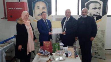 Photo of الطارف / منح مديرية التربية مجموعة من الكتب