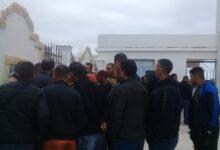صورة الطارف / طالبوالسكن الاجتماعي يحتجون امام مقر الولاية للمطالبة بالافراج عن الحصة الموعودة