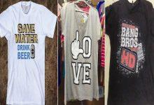صورة الوادي  /  ملابس عيد الفطر المبارك بشعارات بذيئة تغزو المحلات التجارية بالوادي