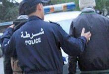 صورة تبسة / الأمن الحضري الخامس توقف شخص  قام باقتحام حاوية وحجز أسلحة بيضاء