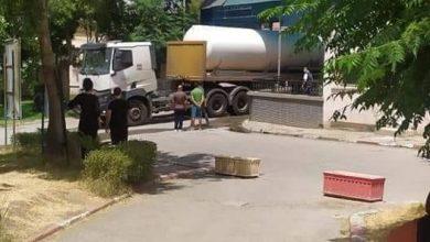 صورة قسنطينة/ شاحنة الأوكسيجين السائل تصل للمستشفي محمد بوضياف بالخروب