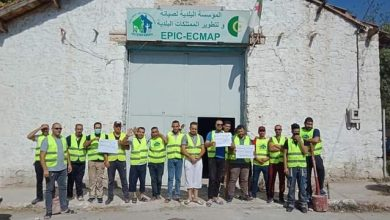 صورة قسنطينة / عمال المؤسسة البلدية لصيانة وتطوير الممتلكات لبلدية الخروب في إضراب مفتوح