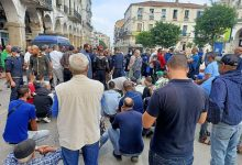 صورة سكيكدة /اعتصامات و قطع الطريق احتجاجا على السكن وسط مدينة سكيكدة و الاحياء المجاورة لها