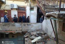 صورة سكيكدة/ ترحيل 7العائلات بعد انهيار جزئي لبناية عتيقة وسط مدينة سكيكدة .