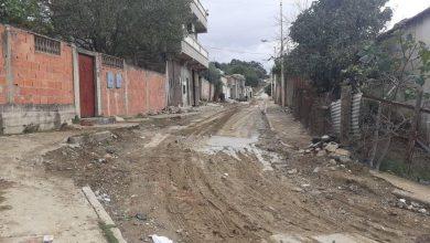 صورة الطارف / سكان حي  الشهداء يتخبطون في الوحل ببلدية عين الكرمة.