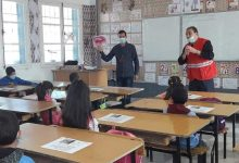 صورة ام البواقي/ مديرية التجارة  لولاية أم البواقي تقوم بعملية تحسيسية لفائدة تلاميذ المدارس حول اخطار المفرقعات، والالعاب النارية.