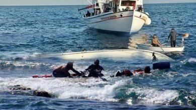صورة سكيكدة  / انقلاب قارب على متنه 33 مهاجر غير شرعي بالمكان المسمى مقابل شاطئ المشم ببلدية قنواع .